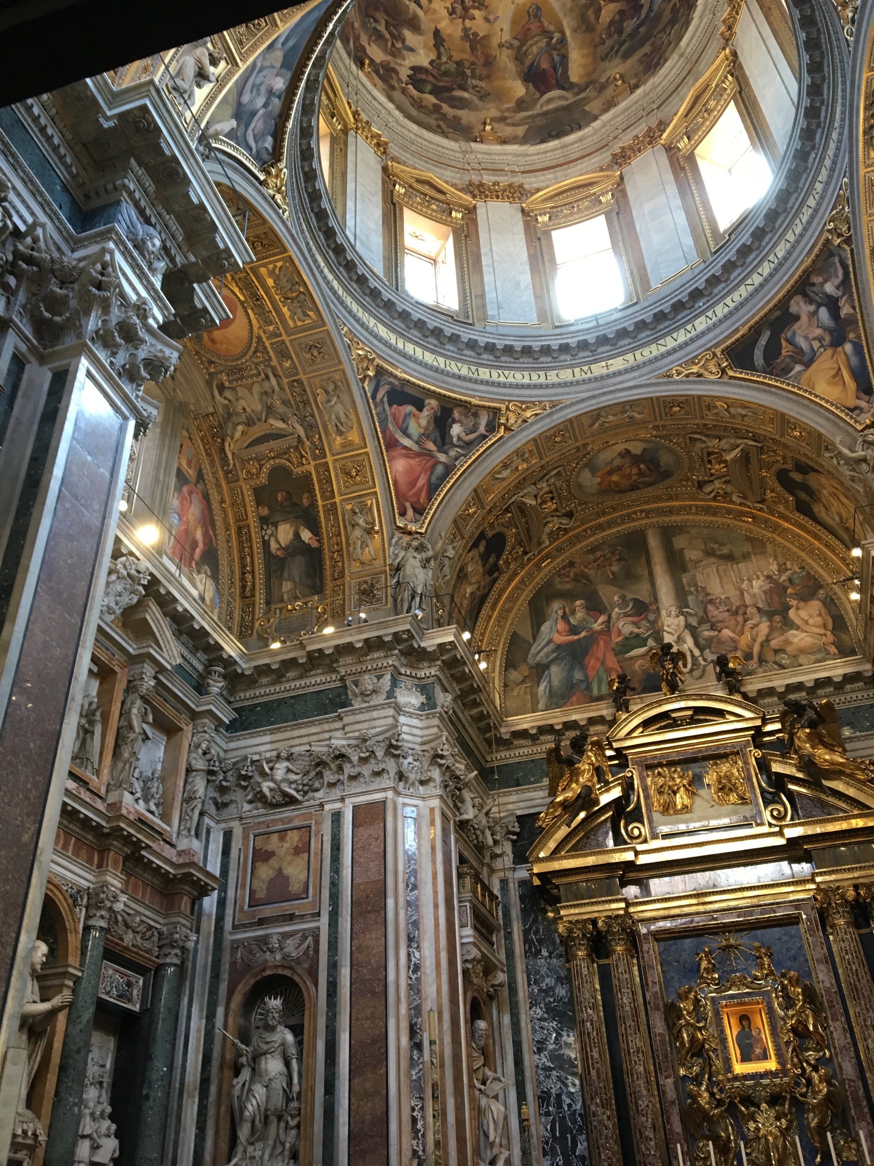 Basilica di Santa Maria Maggiore side chapel.JPG